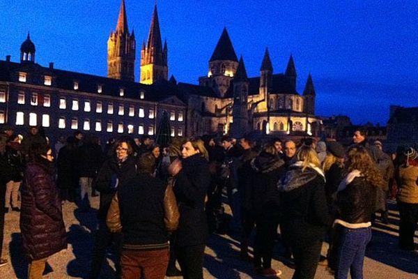 Un premier rassemblement en soutien à Charlie Hebdo devant l'Hôtel de Ville de Caen ce mercredi à 18 heures