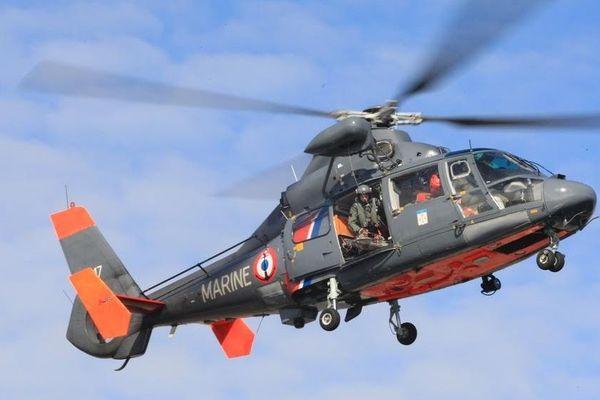 Un hélicoptère de la Marine nationale a été réquisitionné pour effectuer les recherches, au large de la plage de Zuydcoote, près de Dunkerque.