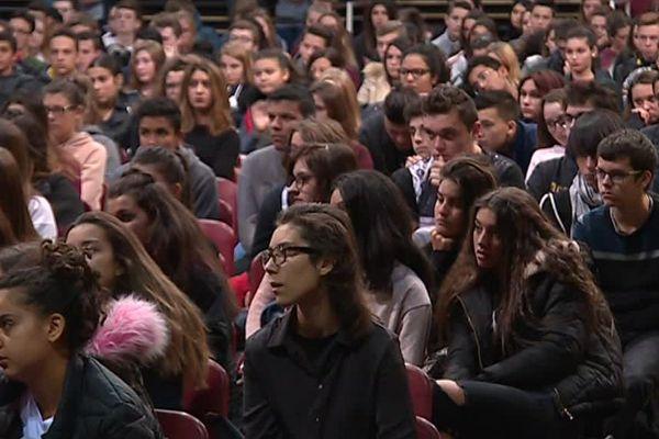 Ils étaient 500 élèves à écouter Jean-François Bernardini, le chanteur d'I Muvrini - 9 novembre 2017