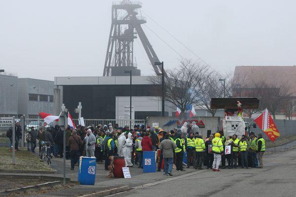 Le collectif Destocamine a bloqué l'entrée du site Stocamine de Wittelsheim le 12 février 2019
