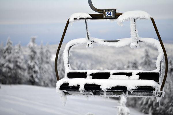Vers une saison blanche cet hiver en France pour les professionnels de la montage et du ski alpin.