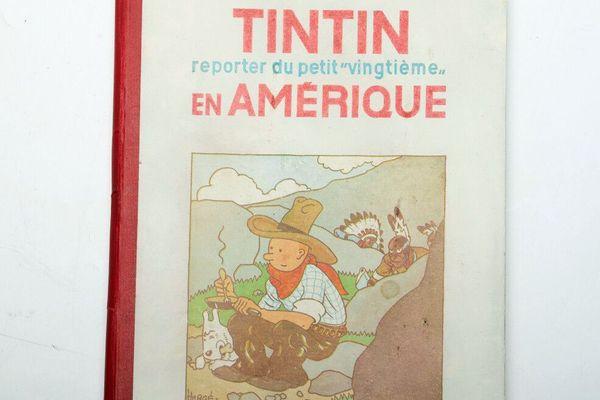 Les premières éditions de Tintin au Congo et Tintin en Amérique sont donc publiés par le journal « Le petit Vingtième », comme l'indique la couverture.