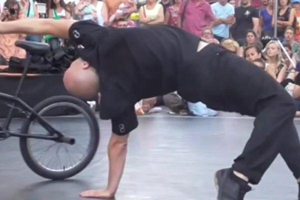Vincent Warin : l'Homme Vélo. Un cocktail détonnant : BMX, danse, cirque et théâtre.