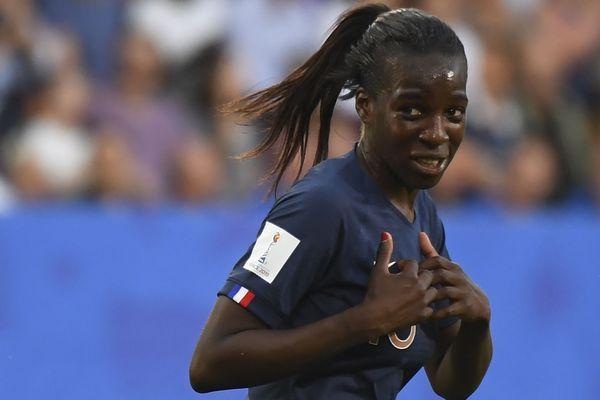 Viviane Asseyi lors du match contre le Nigéria le 17 juin à Rennes.