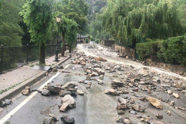 Andorre - D'importants moyens ont été déclenchés dans la nuit de mardi pour évacuer les éboulis mais les dégâts sont encore bien visibles ce mercredi matin 21 juillet 2021.