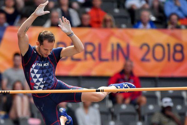 Le perchiste du Clermont Athlétisme Auvergne Renaud Lavillenie lors des qualifications des championnats d'Europe 2018 à Berlin
