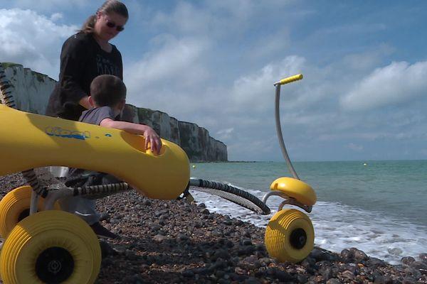 Des tiralo sont à disposition pour faciliter l'accès à la mer.