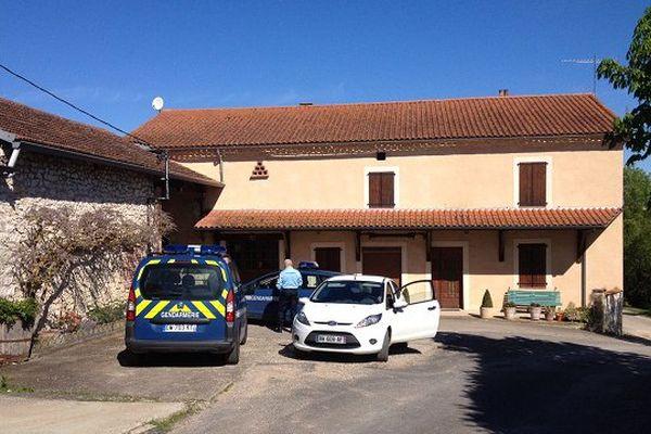 Un périmètre de sécurité a été dressé autour de la ferme, à Labastide-Gabausse (Tarn).