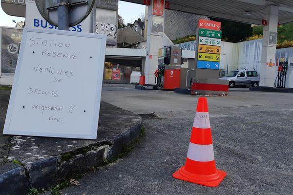 Une station-service avenue de la Liberté à Quimper, réquisitionnée par la préfecture pour les services prioritaires