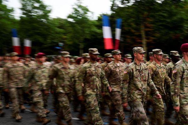 Des militaires américains répètent le 10 juillet 2017 pour le défilé du 14-Juillet,  à Paris.