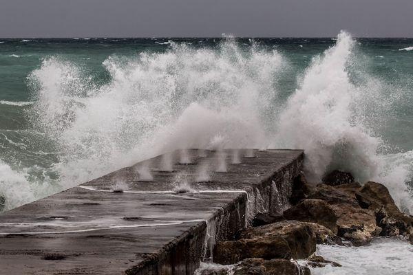 Coup de mer à Villeneuve Loubet ce mercredi 24 avril.