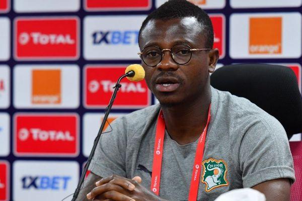 Le milieu de terrain ivoirien Jean Michael Seri lors d'une conférence de presse au Caire le 27 juin 2019, pendant la Coupe d'Afrique des nations.