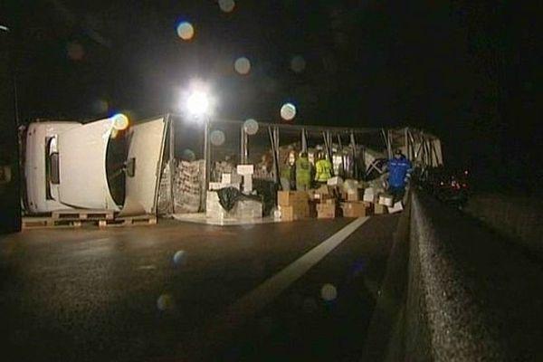 L'autoroute A6 a été coupée dans le sens Lyon-Paris à hauteur de Mâcon, en Saône-et-Loire après un accident mortel de la circulation impliquant un poids-lourd.