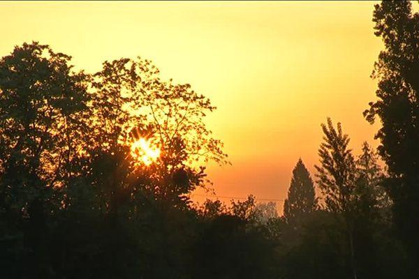 lever de soleil dans le vignoble girondin ce jeudi 27 avril, Moins deux degrés au petit matin