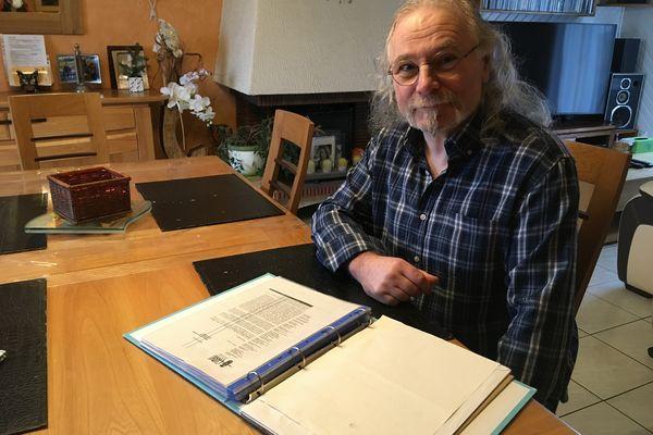 Pascal Gerstch souffre de maux de tête, en permanence, victime d'hypersensibilité aux produits chimiques multiples (MCS)