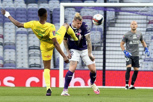 Le défenseur central belge Sébastien Dewaest s'est trouvé en difficulté sur les deux buts nantais.