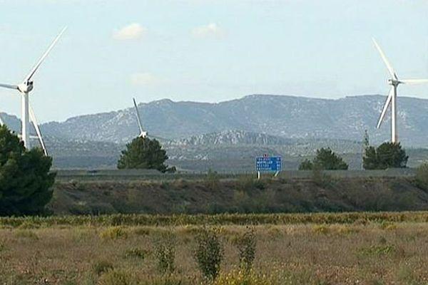 Pézilla-la-Rivière (Pyrénées-Orientales) - le plus grand parc éolien de France, géré par EDF EN - avril 2015.