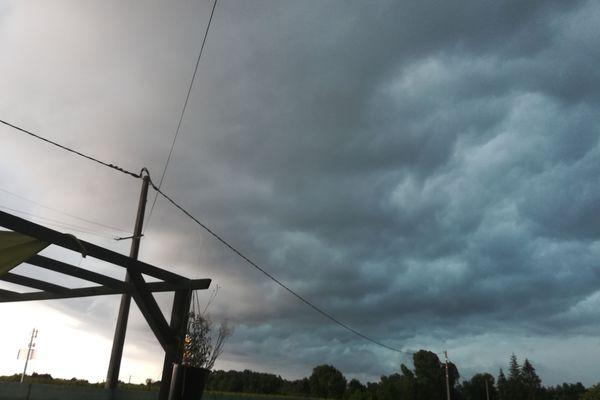 L'orage au dessus de Pugnac. Christelle Delhaye