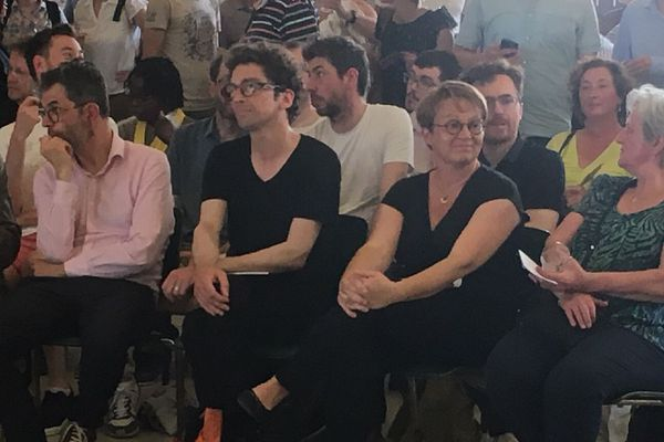 Nathalie Appéré, tout sourire parmi les militants