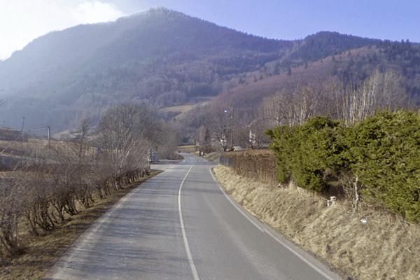 La collision s'est produite à la sortie du Sappey-en-Chartreuse, au croisement de deux rues.