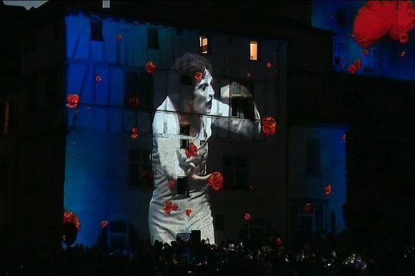 Le Mime Marceau qui a inspiré le premier festival Mimos s'est retrouvé évoqué en ouverture de cette 36 ème édition, projeté sur les murs de la cathédrale...