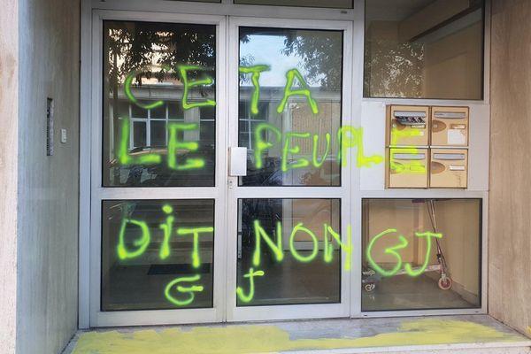 """""""Ceta, le peuple dit non"""", signé GJ (Gilets jaunes)"""