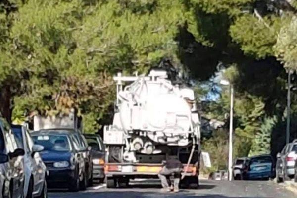 Un homme est surpris en train de déverser le contenu de son camion-citerne, dans les égouts, à La Ciotat.