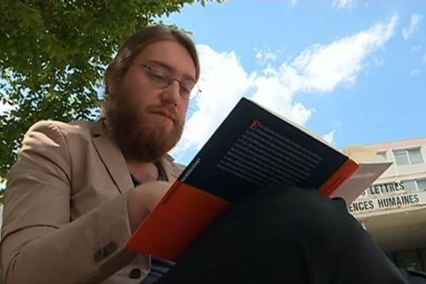 En dernière année de doctorat à Limoges, Hugo souhaite poursuivre ses études en Belgique.