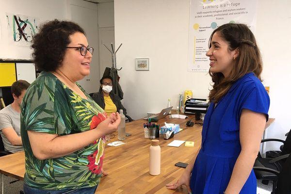 Rania Titi, réfugiée syrienne, ( à gauche) et Camila Rios Armas, directrice d'UniR ( à droite)