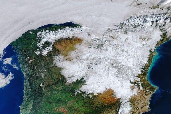 L'impressionnante masse de neige capturée par le satellite Copernicus Sentinel 3 recouvre les Pyrénées et l'Espagne