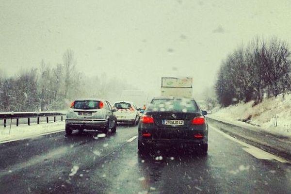 La route n'était pas particulièrement blanche mais l'autoroute était noire de monde