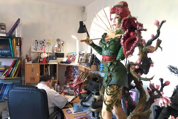 Patrick Sobral dans son atelier à Limoges.