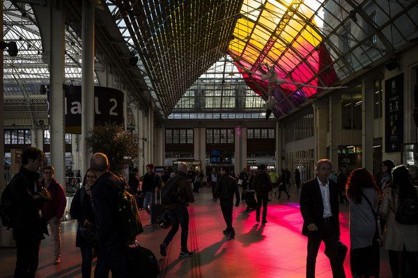 À la gare de Lyon, une partie de l'oeuvre du collectif The Tropicool Company est déjà visible dans le hall 2. Pendant la Nuit blanche, ils végétaliseront également des rames de la ligne 1 du métro parisien.