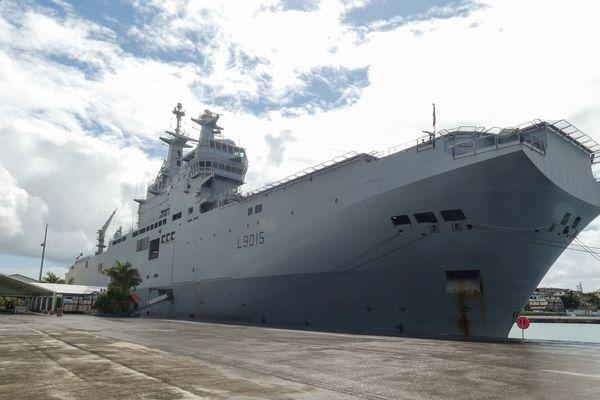 Le porte-hélicoptères amphibie Dixmude, ici en opération Covid19, a été construit à Saint-Nazaire et livré en 2012
