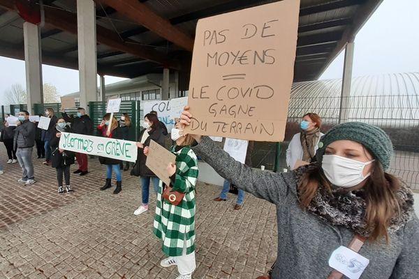 Piquet de grève devant le collège de Yutz (Moselle)