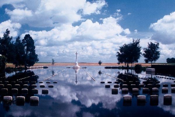 Cimetière de la Commonwelth War Graves à Bouchoir, inondé en 2001
