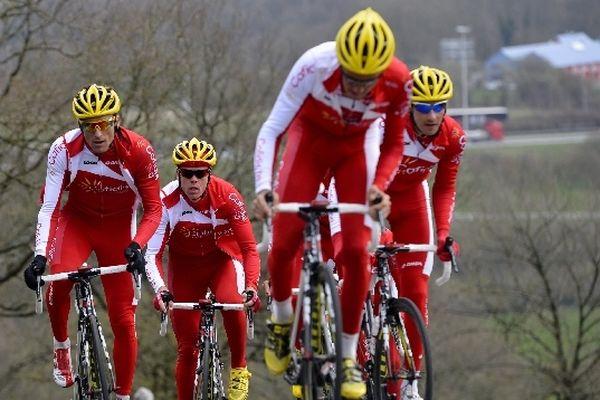 L'équipe cycliste Cofidis en reconnaissance sur le parcours de Liège-Bastogne-Liège en avril 2013