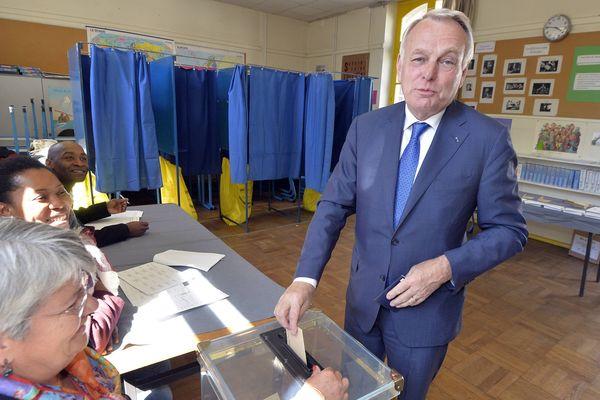 Jean-Marc Ayrault, lors du vote du 1er tour de la Présidentielle à Nantes, le 23 avril 2017