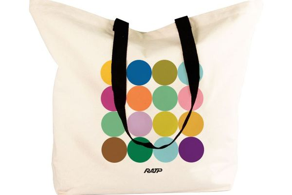 Un sac aux couleurs des lignes de métro.