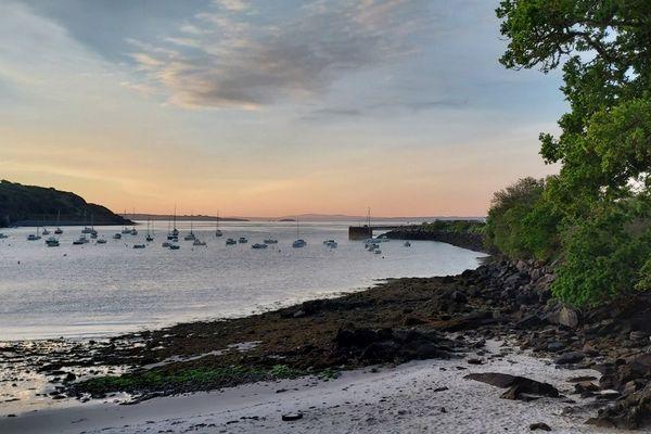Lever du soleil sur la plage de Sainte-Anne du Portzic
