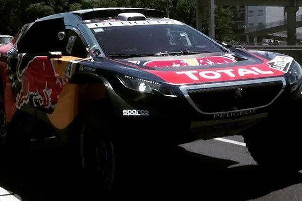 La Peugeot 2008 DKR de Sébastien Loeb au départ de la spéciale