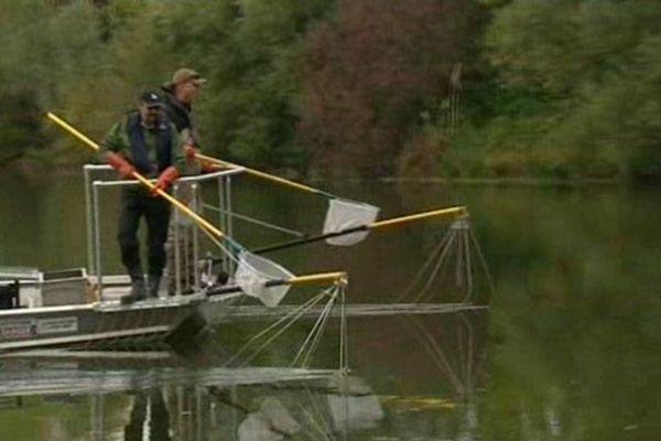 Le bateau de pêche électrique testé à Roques-sur-Garonne