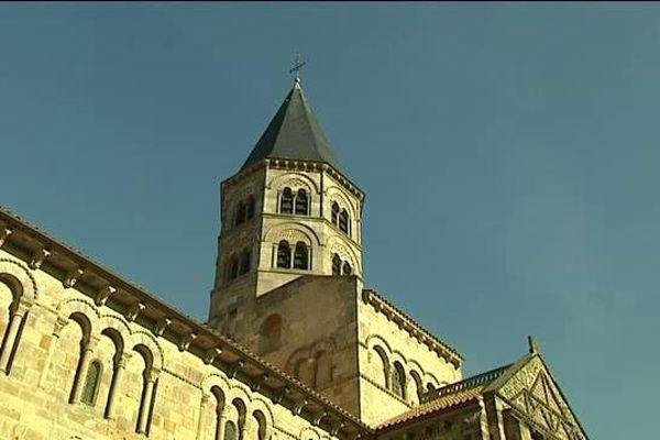 Les cloches de la Basilique ont sonné le glas ce dimanche.