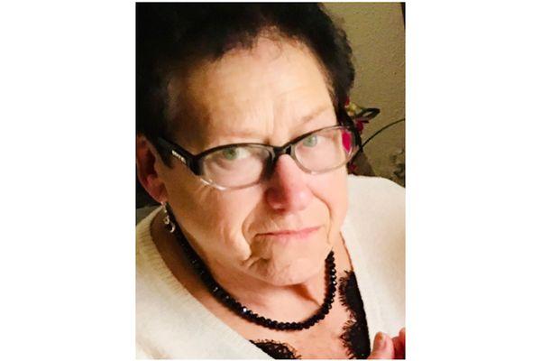 Annie, 82 ans, sous chimiothérapie était atteinte du Covid-19, sa famille aussi, et ne pouvait l'aider au quotidien. Elle s'est éteinte finalement à l'hôpital de Reims, où elle avait finie par être renvoyée, le 25 janvier 2021.