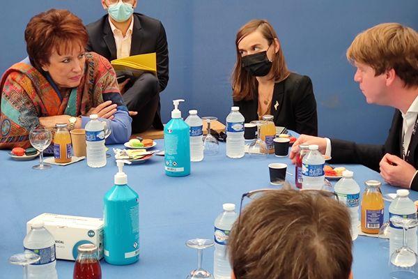 Roselyne Bachelot en visite à Charleville-Mézières à l'occasion du festival mondial des théâtres de marionnettes