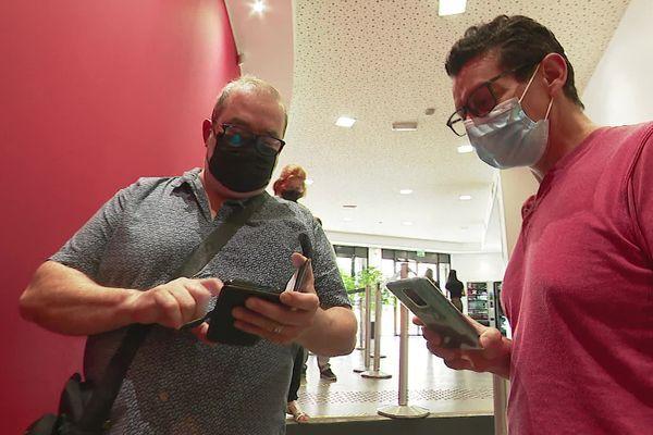 A l'entrée du cinéma les Alizés de Bron dans le Rhône, des clients ont été refusés, faute de pass sanitaire.