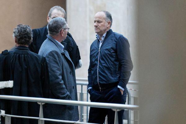Pierre-Marc Dreyfus à droite, face à l'un des pilotes au premier procès en février 2019.