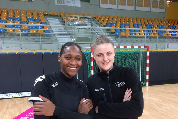 Paule Beaudouin et Adrianna Placzek ont le sourire avant ce match face au grand rival régional, Chambray