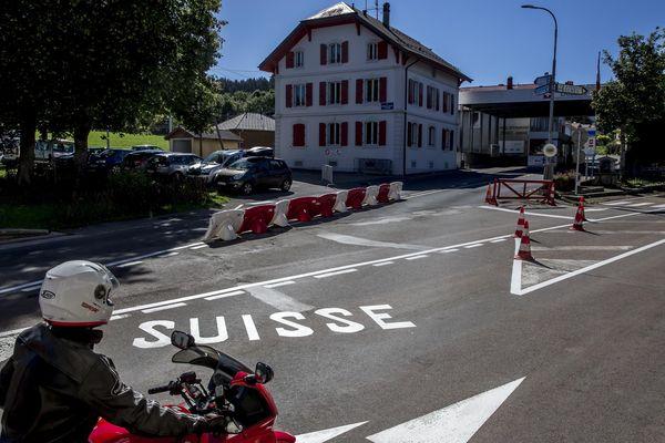 Certaines entreprises suisses recrutent encore des frontaliers malgré la crise.