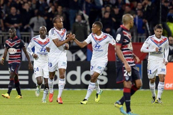 Jimmy Briand félicité par Alassane Plea après son but contre Bordeaux - 20/10/13 -